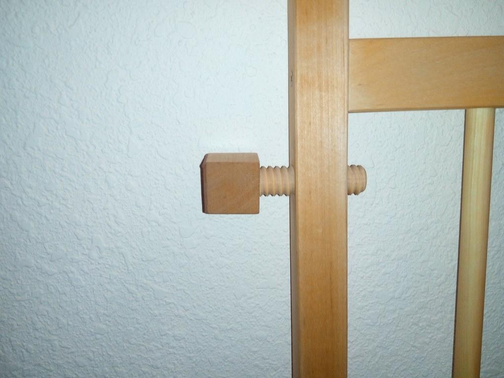 Барьер калитка в дверной проем